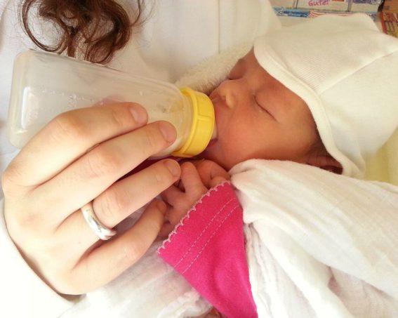 Poród – wyprawka do szpitala dla mamy noworodka