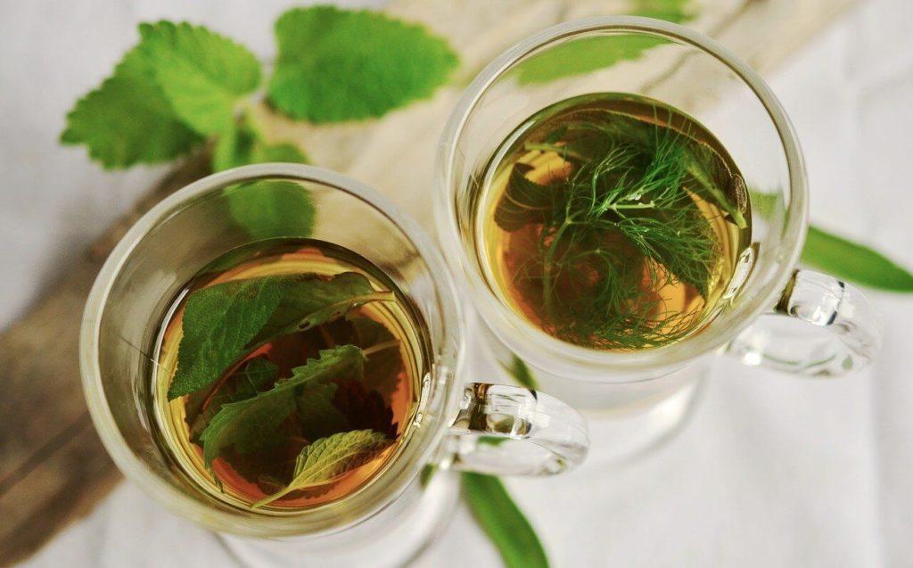 co przyspiesza okres ziołowa herbata